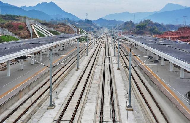 青盐铁路 途径连云港 日照 沿线客流量不足 停靠站点太多 或将产生亏损