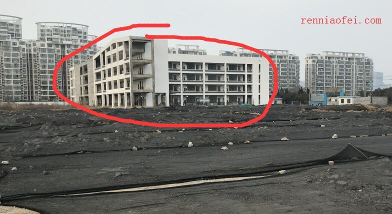 2019年3月 连云港凌洲(州)路小学 停工状态 目前只完成 1/3 主体框架 现场一片狼藉